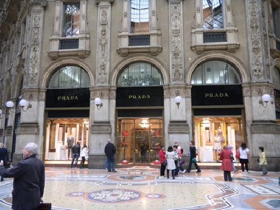 prada-store-in-galleria